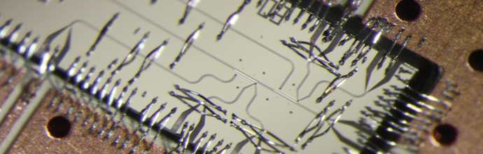 Photograph of the superconducting 3-qubit-processor mounted on and connected to a high frequency printed circuit board. (Image: Quantum Device Lab, ETH Zurich)