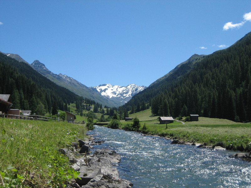 The simulations show that important ecosystem services could change dramatically as a result of climate change. The picture shows the Dischma valley studied by the researchers. (Photo: Adrian Michael)